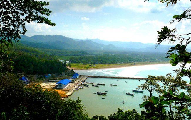 Pantai Teleng Ria - Sumber : initempatwisata.com
