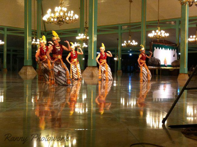 Agenda budaya yang diadakan di pendopo Pura Mangkunegaran setiap tahun