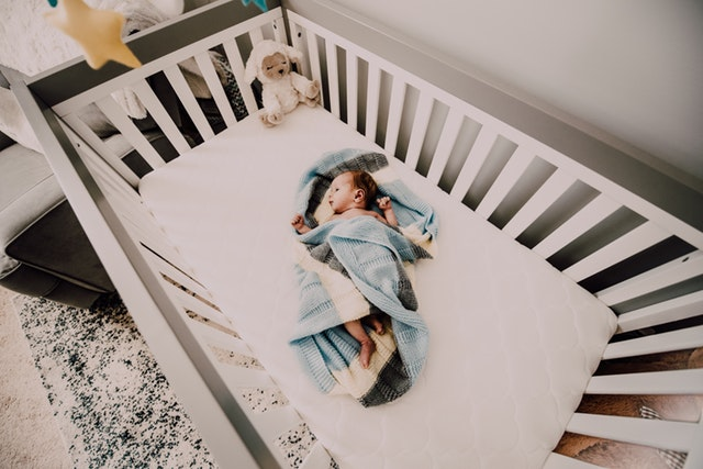 how to choose baby crib